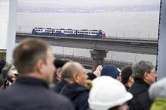 克里米亞跨海大橋鐵路部份今通車