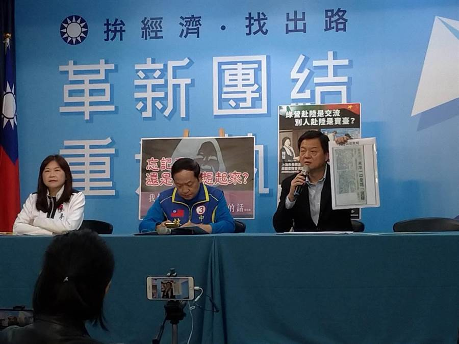 周錫瑋(右起)、林郁方、李永萍上午連袂開記者會。(黃福其攝)