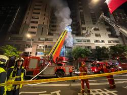 光華商場鋰電池倉庫閃燃 驚爆數聲巨響9消防員傷