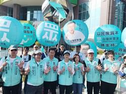台灣民眾黨「大眾走」到台南 學姐站街頭吸睛