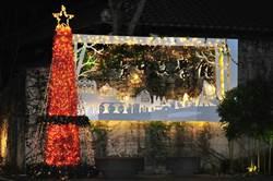 台中文學館聖誕樹點燈  文青藝術風浪漫耀眼