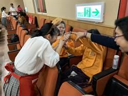 日兵庫縣太子高校獻聲 啟明視障生唱日文歌歡迎