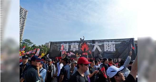 公民割草行動原本主導高雄罷免韓國瑜的行動,在上周卻成為WeCare 活動中的一個隊伍。