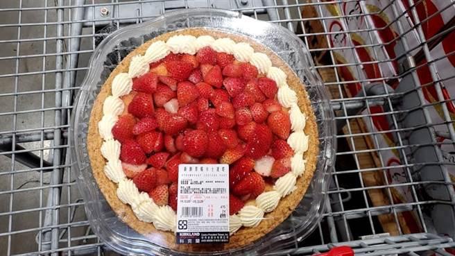 好市多又出邪惡草莓甜點,網友試過直喊,好吃到會舔盤子。(圖/翻攝自臉書社團《好市多商品經驗老實說》)