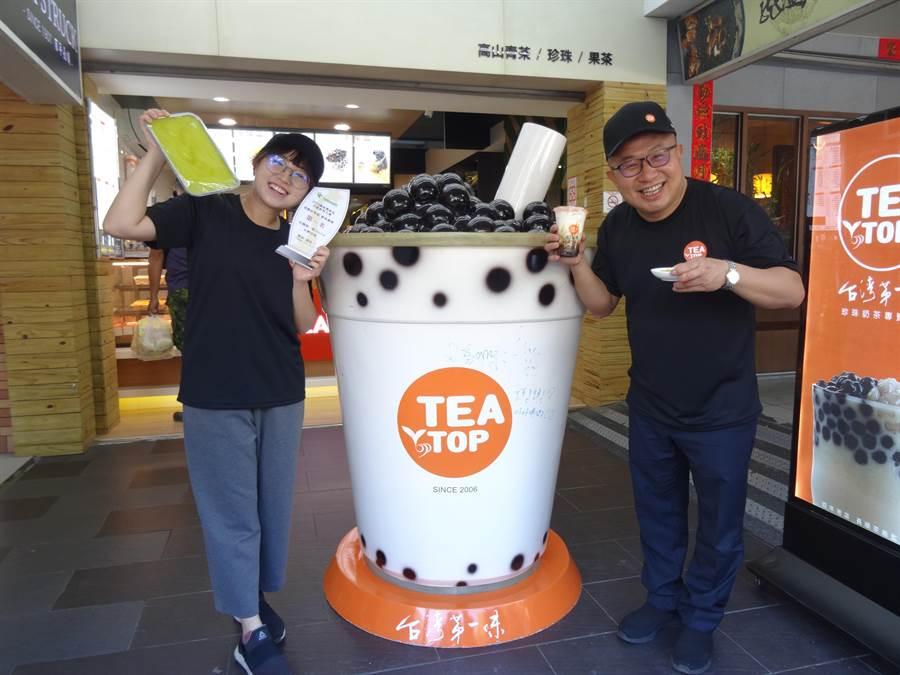 Teatop台灣第一味參加農糧署舉辦「2019年國產農產品手搖飲料比賽」在「香醇好茶組」獲得總冠軍後,更研發新品「紅豆粉粿鮮奶」要賣到美國、澳洲等地,把台灣小吃粉粿推廣到國際上。(馮惠宜攝)
