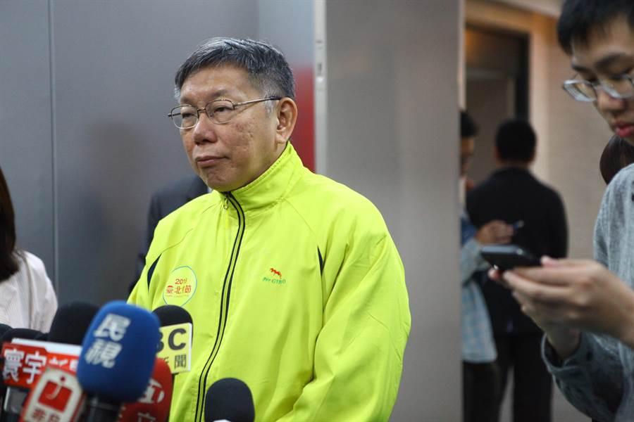 台北市長柯文哲24日接受媒體堵訪。(張立勳攝)