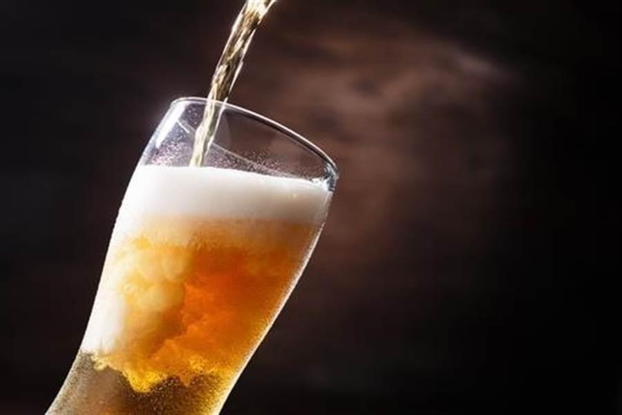 酒精能溶解辣椒素,而且有一定的酒精濃度,解辣的效果才會比較好。(圖/Shutterstock)