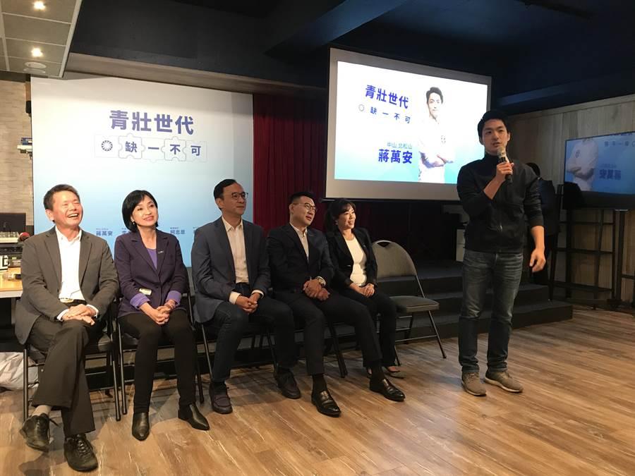 蔣萬安上午與其他4位立委候選人共同發表選舉形象影片。(陳俊雄攝)