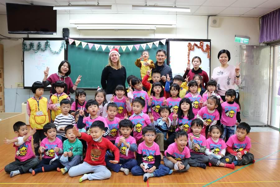 新北市白雲國小附設幼兒園與十分國小附設幼兒園進行了一場城鄉共學,小朋友們一起度過了美好的耶誕假期。(白雲國小提供/張睿廷新北傳真)
