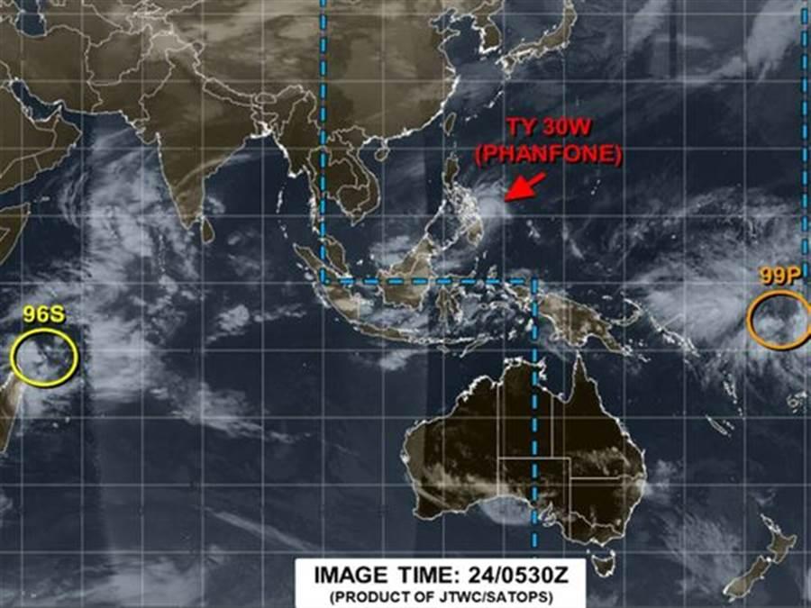 巴逢颱風的行進路徑和2013年超級颱風海燕相似。海燕颱風是菲國有紀錄以來最致命的天災,造成超過7300人死亡或失蹤。(圖/美國聯合颱風警報中心)