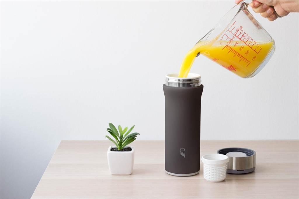 「什麼都能裝」的SWANZ陶瓷保溫杯再出新品「芯動杯」,在嘖嘖募資平台創下650萬元的募資金額。(SWANZ提供)