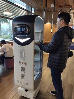 機器人大軍進駐新東陽國道服務區 新奇科技好吸睛