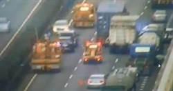 國道1號53K連環撞車禍 1人無生命跡象嚴重塞車