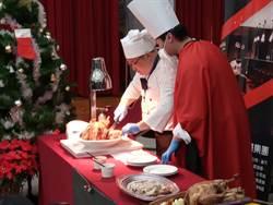 大安分局長扮聖誕大廚 與同仁圍爐享用火雞大餐