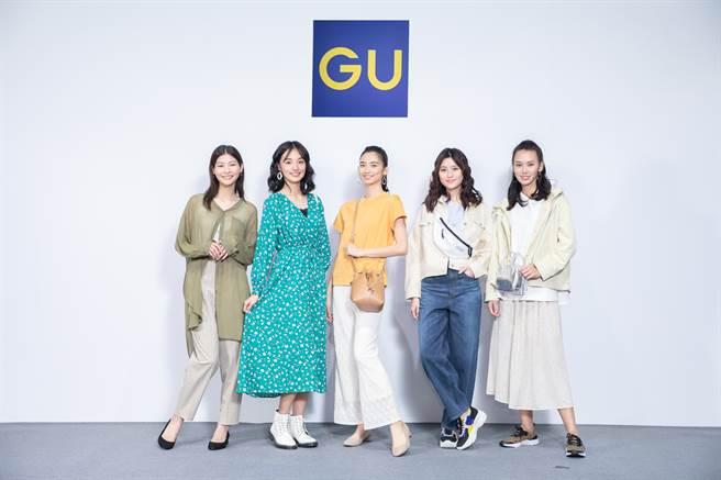GU今夏提供更多外罩襯衫及T恤式洋裝,藉由蕾絲與編織材質的混搭,讓女性在不同場合都輕鬆完成低調又華麗的造型。(圖/品牌提供)