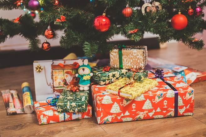 聖誕節交換禮物,幾家歡樂幾家愁。(取自網路)