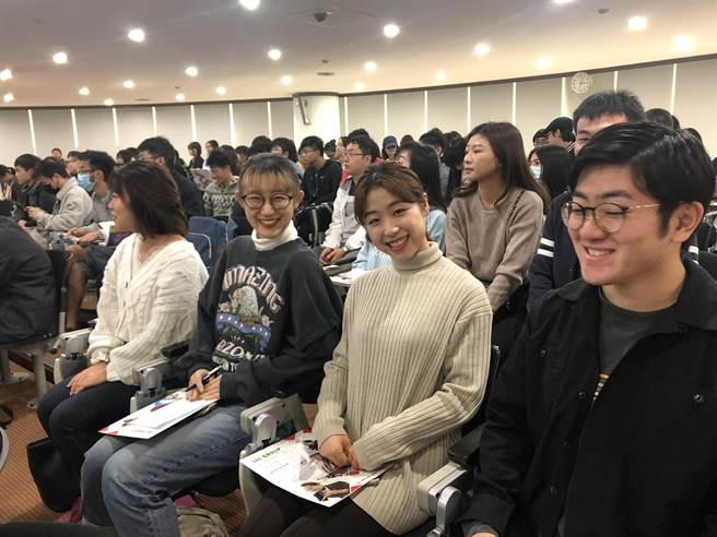 義大日籍學生也參與日企在台實習就業說明會。義守大學提供