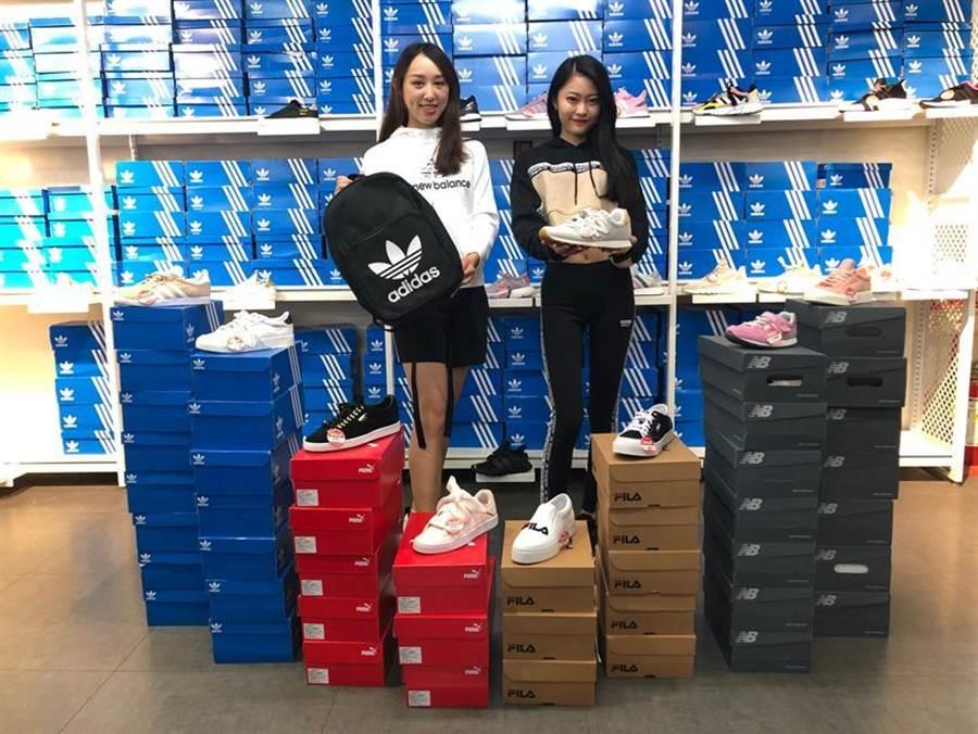 台中日曜天地自27日起舉辦「全民運動月」,30大流行運動品牌球鞋、運動服飾大拍賣。圖/曾麗芳