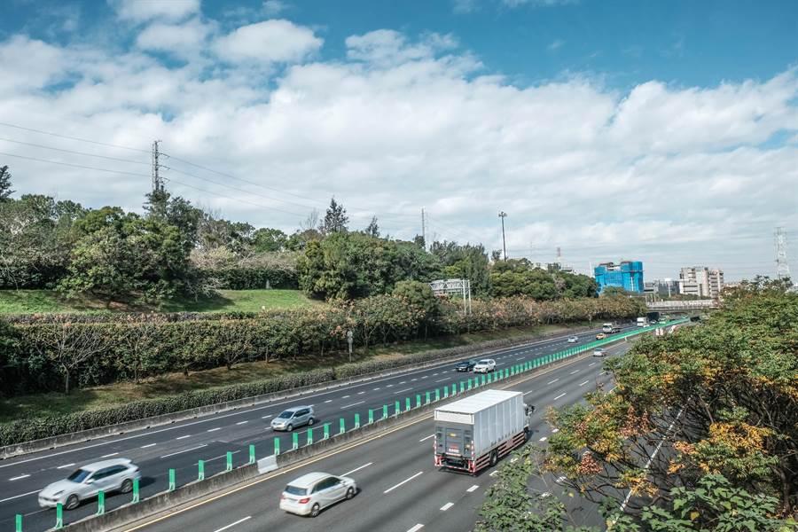 高公局指五楊高延伸案在新竹路段,將採取半半施工。(羅浚濱攝)