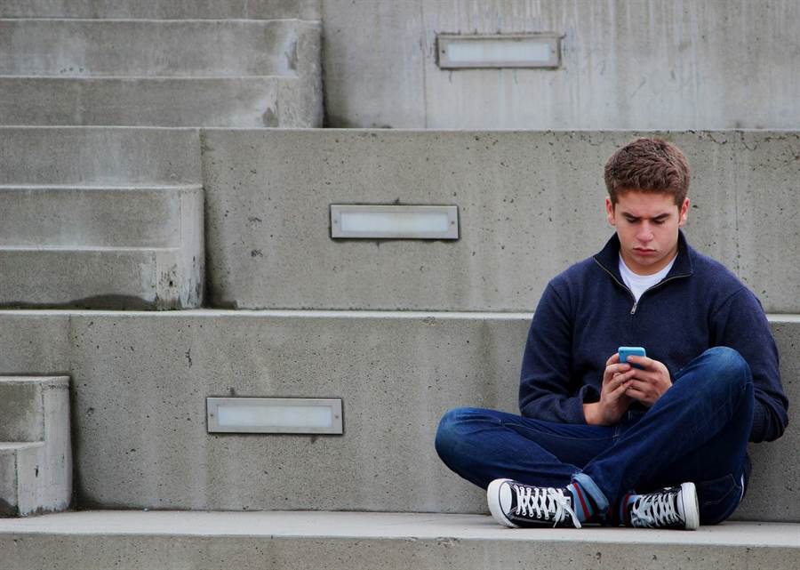 無論常見的席地盤坐、雙腿伸直、屈膝或跪坐,長時間下來對骨骼、肌肉與其他軟組織都有一定程度的傷害。(圖/pixabay)