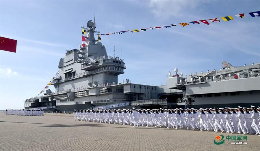 大陸首艘國產航母(圖)日前入列服役,第3艦航母已在建造,第4艘將於後年開建,這些都屬於常規動力航空母艦。(圖/中國軍網)