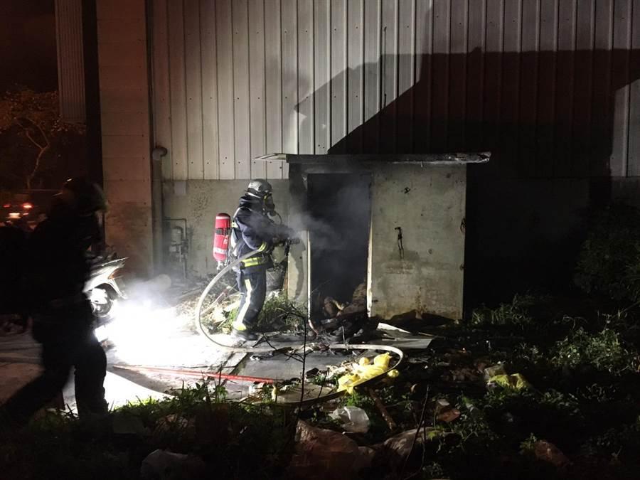 彰化市民宅火警發現男子焦屍,是自焚還是意外,還帶進一步釐清。(民眾提供/吳敏菁彰化傳真)