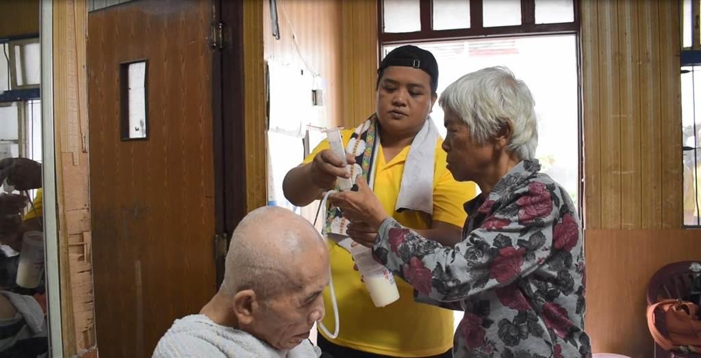 十多年來82歲的傅爺爺主要照顧者是82歲的傅奶奶。(介惠基金會提供/林良齊台北傳真)