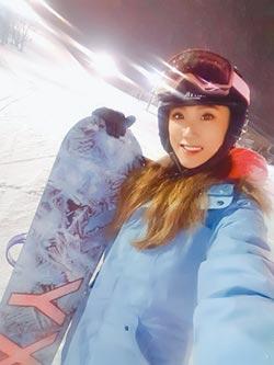 謝金晶北海道解束縛 滑雪瘀青喊爽