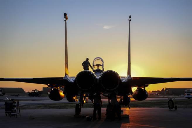 土耳其因切利克空軍基地據說存放了美國50枚B61核彈,圖為F-15E戰機在該基地的資料照。(美國空軍)