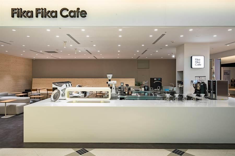 由「咖啡界台灣之光」James陳志煌創立的〈Fika Fika Caf〉正式插旗台北市信義區,在遠百信義A13地下美食街開店。(圖/Fika Fika)