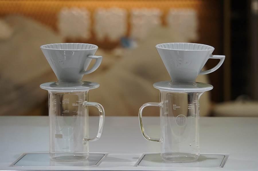 〈Fika Fika〉遠百信義A13門市「用的都是精品」,其中包括「咖啡神秤」Pearl S、DHHs 東海醫院的台灣設計精品手工燒杯,以及台灣設計日本OEM精品星芒濾杯。(圖/姚舜)