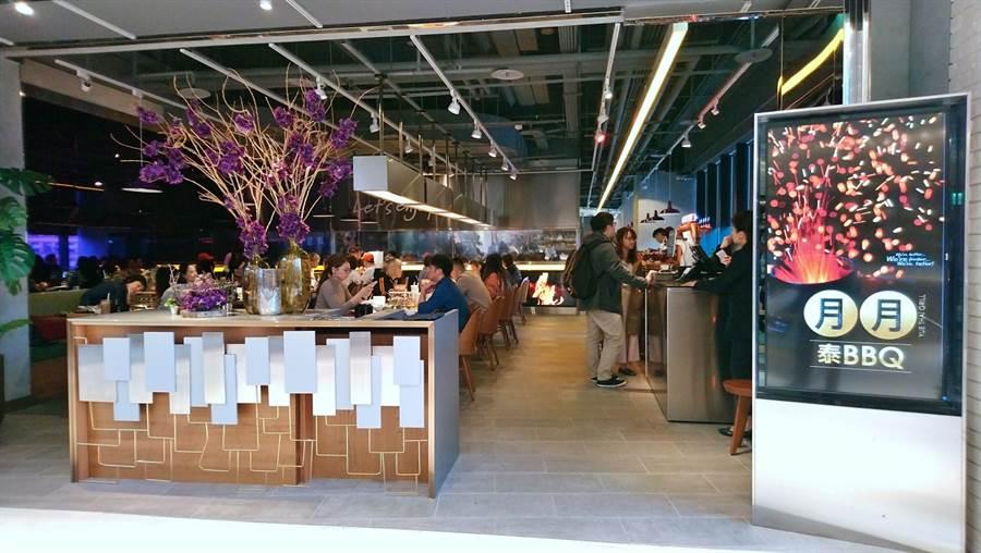 連鎖餐飲集團瓦城於信義遠百A13的14樓「遠百深夜食堂」,開出集團第8個新品牌「月月Thai BBQ泰式燒烤」全球首店。(記者林資傑攝)