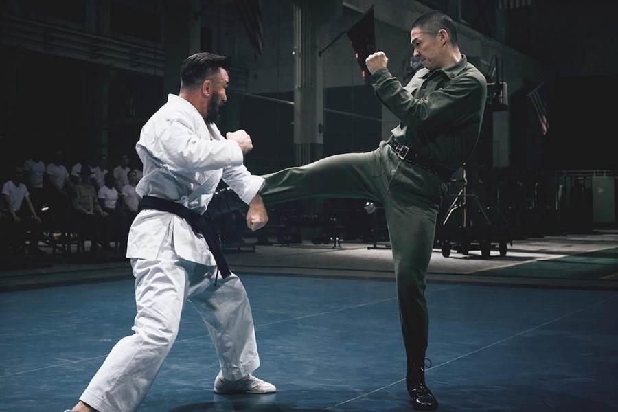 吳建豪片中和真的出身美國海軍陸戰隊的高戰對打。(華映娛樂提供)
