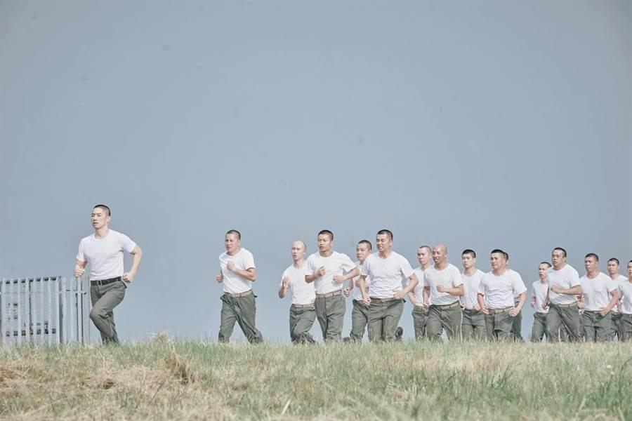 吳建豪面對世界級武術指導大師袁和平,展現詠春拳直呼壓力大。(華映娛樂提供)