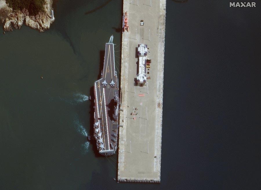 圖為大陸的航空母艦山東號。(路透)