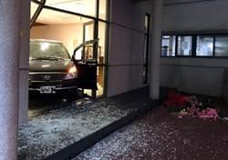 能仁家商校內車禍 女老師開公務車撞進圖書館