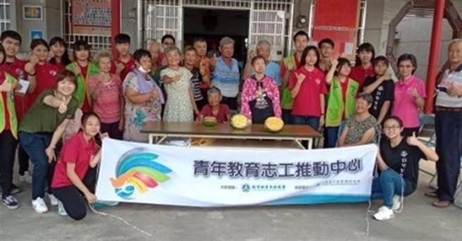 中華青年創新網絡協會串聯不同公司行號從事志願服務。(玄奘大學提供)
