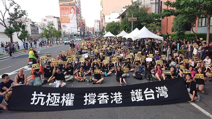 美媒華盛頓郵報報導指出,香港示威浪潮讓台灣「天然獨」世代相信堅信「一國兩制」不可能適用於台灣。圖為今年9月台南反送中遊行。(中時)