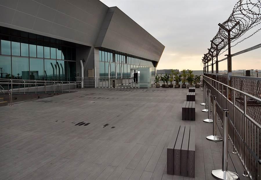 北側觀景台明天起開放。(機場公司提供)