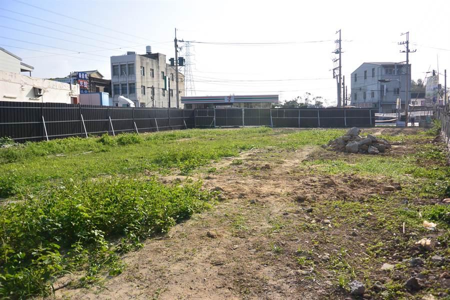 業者計畫於苗128線與苗31線交叉口空地,新設1家加油站,引起附近居民反彈。(巫靜婷攝)