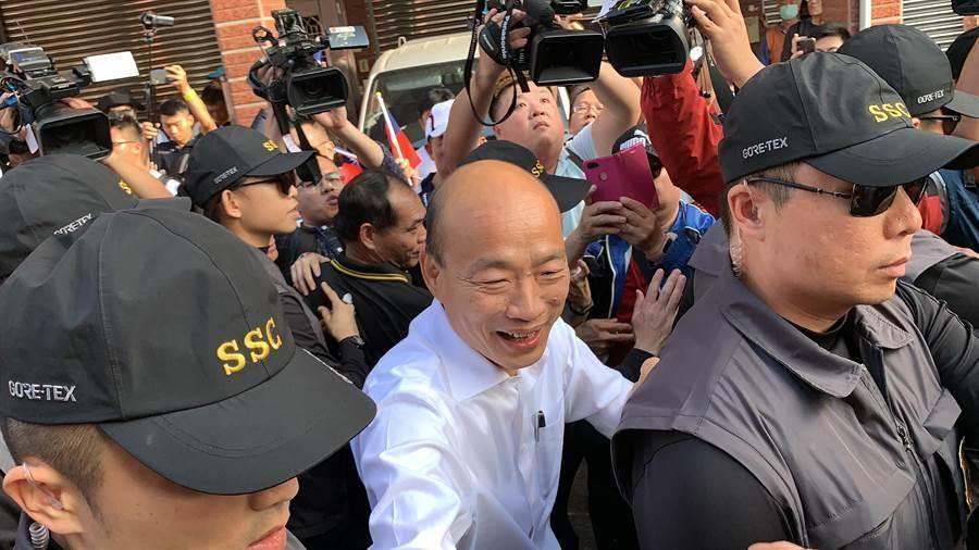 國民黨總統候選人韓國瑜(中)。(資料照片,黃國峰攝)