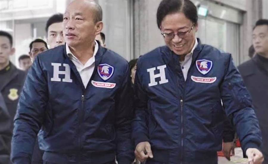 拚选战也不忘做公益 韩国瑜「战袍」明义卖