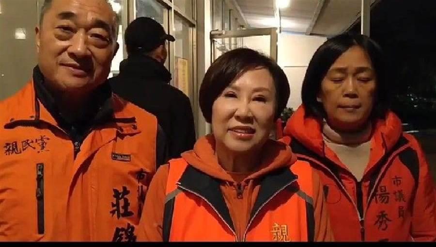 親民黨副總統候選人余湘(中)今晚在基隆市掃街拜票,盼衝高基隆選票。(許家寧攝)
