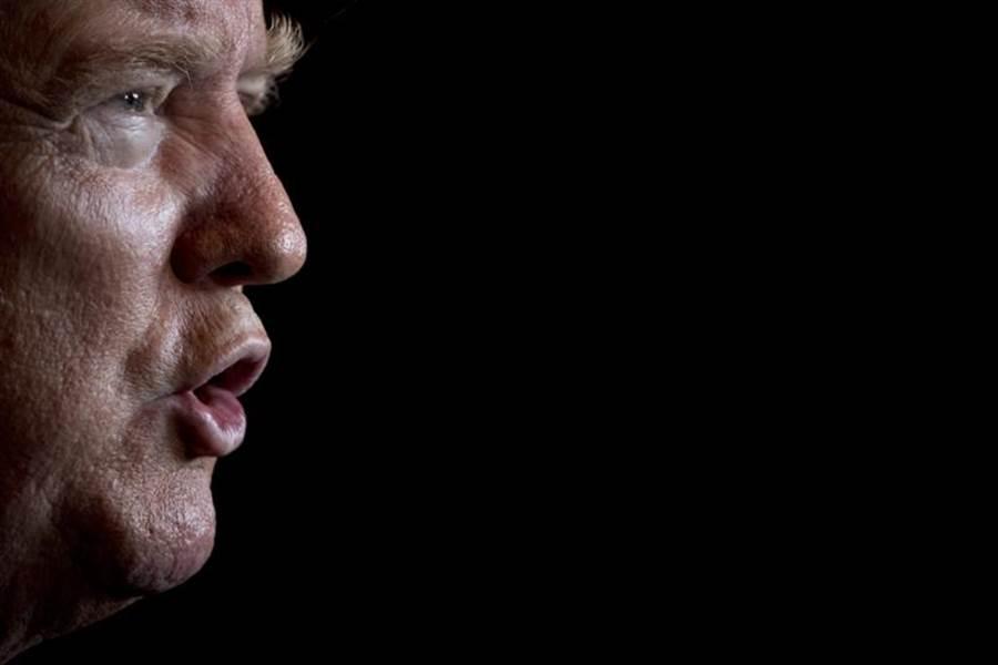 美國總統川普從政前,不但是成功的大亨,主持人,也常撈過界,在電影電視中粉墨登場。(美聯社)