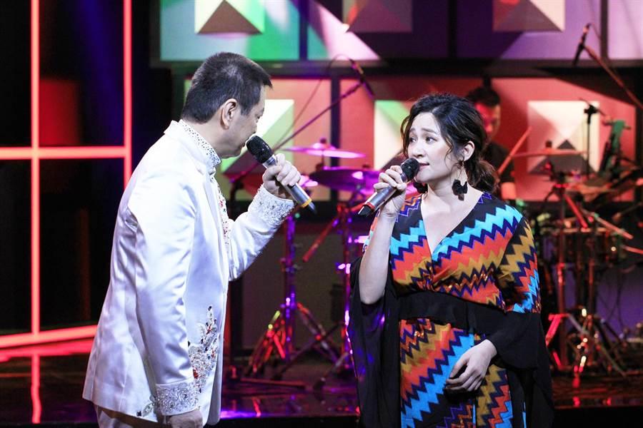 羅美玲、蔡小虎對唱情歌電力超強。(公視提供)