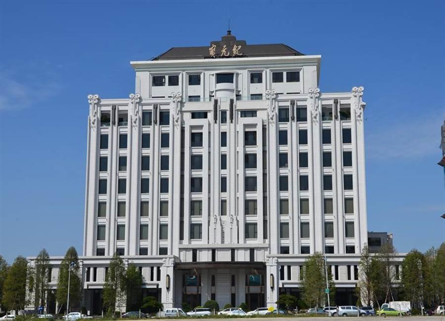 精湛建設為寶成前董座蔡其建量身打造的「寶元紀」大樓,最近落成啟用。圖/精湛建設