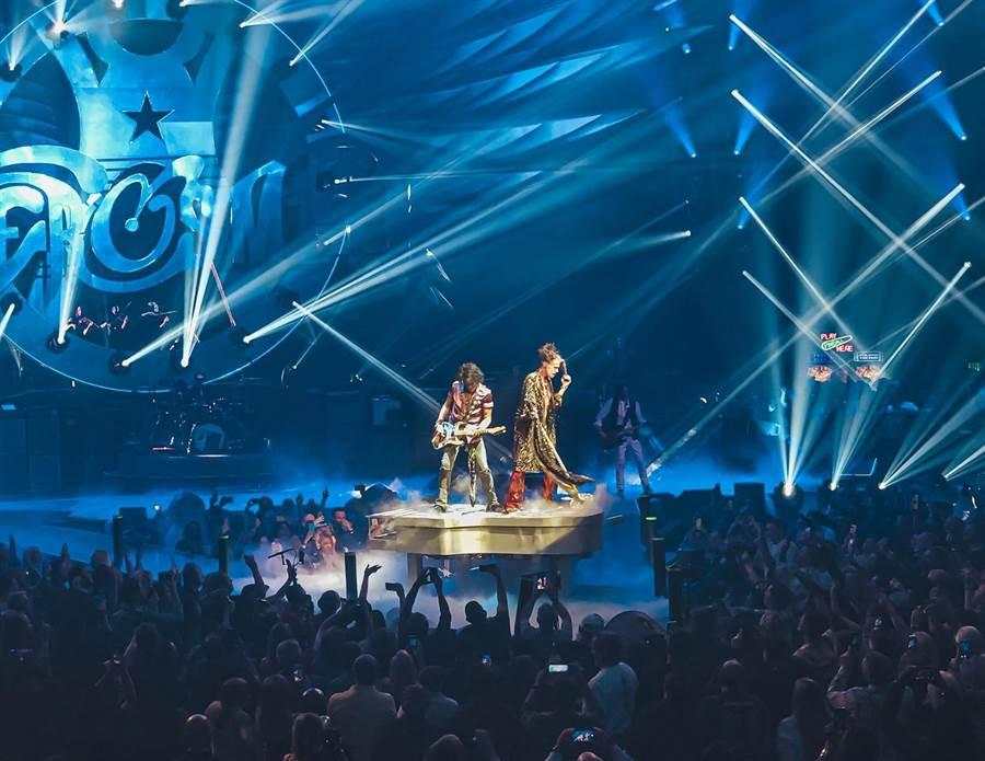 陳思翰受邀賭城觀賞Aerosmith演唱會。(艾歐音樂提供)