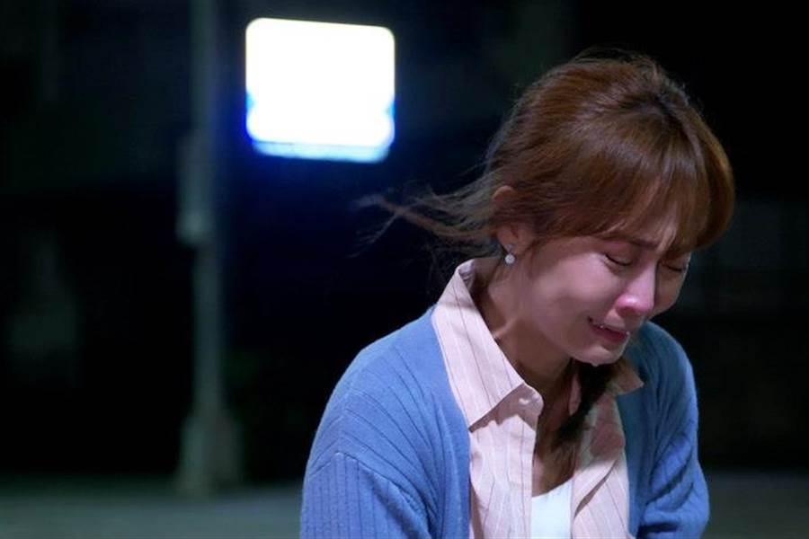 林昀希劇中崩潰痛哭。