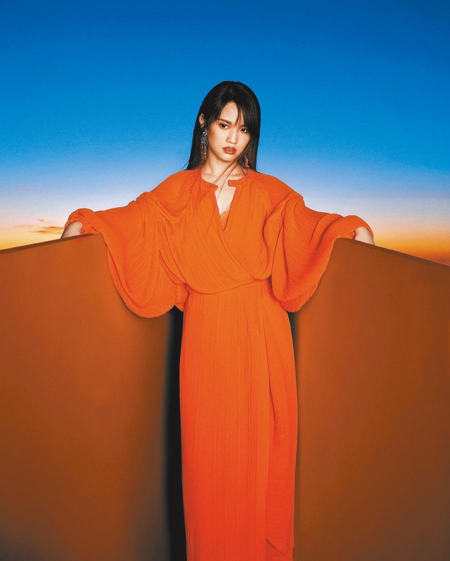 楊丞琳預告在台視《紅白》演出會唱有別以往的歌曲。(台視提供)
