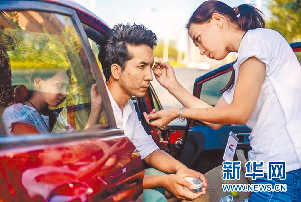 新疆少數民族搞笑短劇《石榴熟了》竄紅網路。(取自新華網)